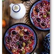 Sałatka z pomarańczy, oliwek i cebuli