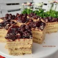 Sernik gotowany z wiśniami