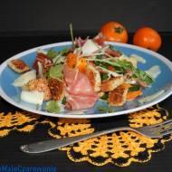 Hiszpańska sałatka z grzankami i serrano