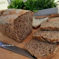 Prosty chleb na zakwasie z ziarnami