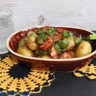 Ziemniaki z chorizo i kaparami