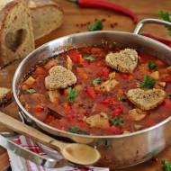 Zupa gulaszowa po węgiersku z polędwicą