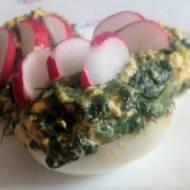 Jajka faszerowane szpinakiem i fetą