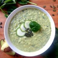 Pyszna zupa z cukinii, szpinaku oraz mleka kokosowego. Przepis na zupę low FODMAP.