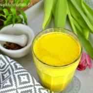 Złote mleko – napój na poprawę odporności, przeciwwirusowy i antybakteryjny