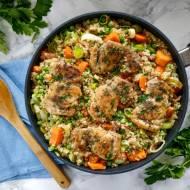 Kurczak z cydrową kaszą perłową i warzywami