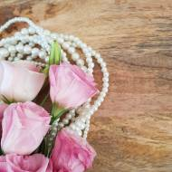 Ponadczasowe perły – piękna biżuteria do wielu stylizacji