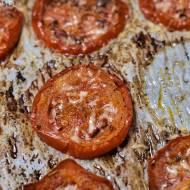 Zapiekane pomidory z ziołami i serem
