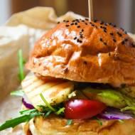 Wegetariańskie burgery z halloumi i awokado FIT