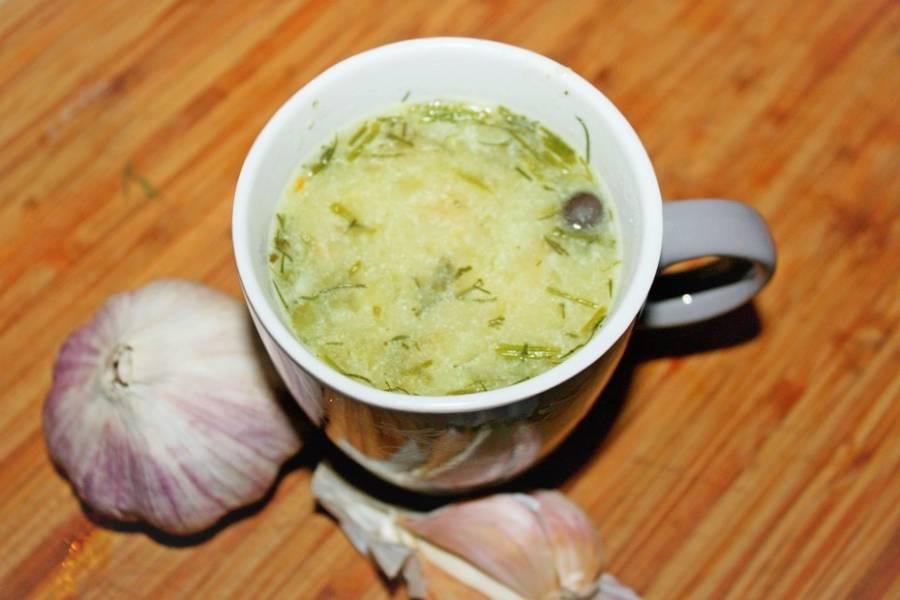 Zupa ogórkowo-koperkowa z czosnkiem