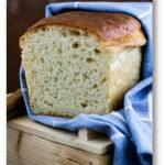 Domowy maślany chleb tostowy