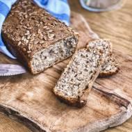 Domowy chleb pszenno-żytni z nasionami