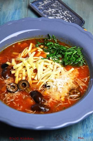 Zupa pomidorowa z oliwkami