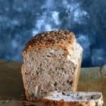 Chleb pszenno żytni ze słonecznikiem na zakwasie