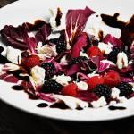 Sałatka z radicchio i owocami