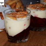 Malinowo - Śmietanowy deser ze słomką ptysiową