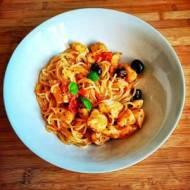 Spaghetti z kurczakiem i oliwkami