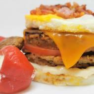 Indyczy burger w jajecznej bułce