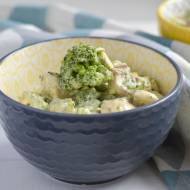 Sałatka brokułowa z jajkiem i pieczarkami