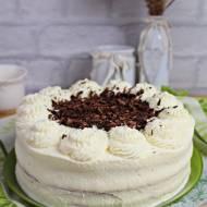 Tort śmietankowy z białą czekoladą