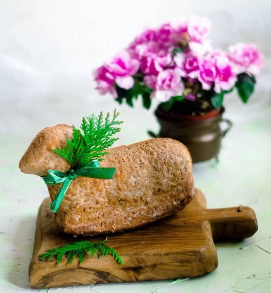 Wielkanocny baranek chlebowy