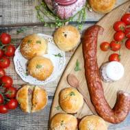Bułeczki nadziewane kiełbasa i serem