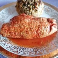 Roladki schabowe z pikantnym kąskiem w sosie pomidorowym