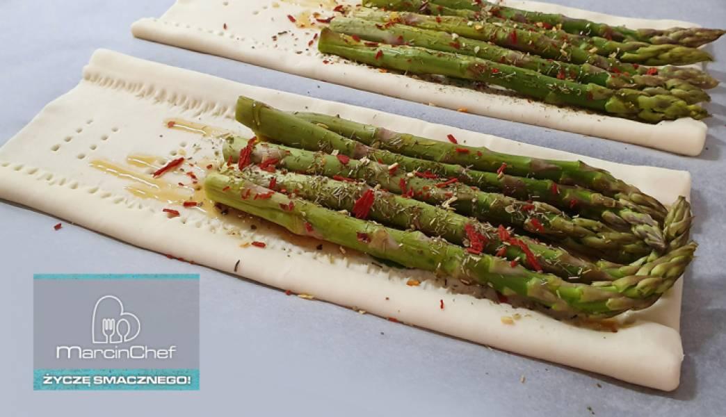 Zapiekane szparagi w cieście francuskim