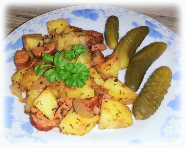 Ziemniaki z kiełbasą pieczone w rękawie