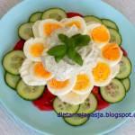 Sałatka wiosenne krążki z jajkiem