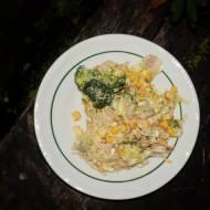 Sałatka brokułowa z sosem czosnkowym