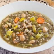 Krupnik sposobem włoskim. Bardzo pożywna i zdrowa zupa z zaskakującymi składnikami. PRZEPIS