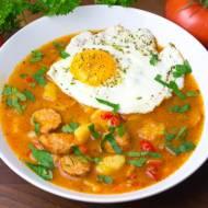 Zupa cygańska z sadzonym jajkiem