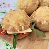 Szybkie bułki bez drożdży z żółtym serem