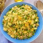 Sałatka z kuskusem z cukinią, groszkiem i papryką (Insalata di couscous con piselli, zucchine e peperoni)