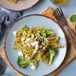 Makaron z zielonego groszku z brokułami