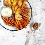 Pieczone warzywa z lekkim sosem czosnkowym