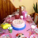 Tort śmietankowo-malinowy na 8 urodziny córeczki