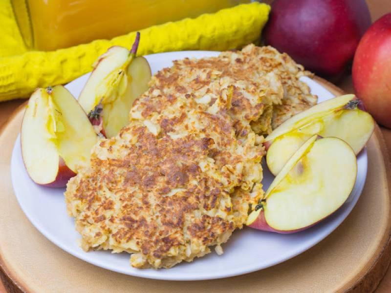 Placki z jabłkami i płatkami owsianymi - fit, dietetyczne