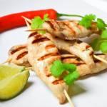 Grillowane sataye z kurczaka z sosem orzechowym