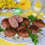 Kotleciki z białej kiełbasy w aromatycznym sosie chrzanowym
