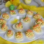 Jajka z nutą chrzanu faszerowane łososiem