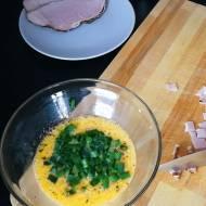 Chrupiąca tortilla z jajkiem i szynką