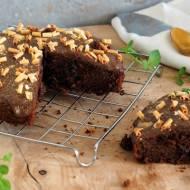 Ciasto czekoladowe na białkach z jabłkami i rodzynkami