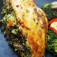 Szpinakowy filet z kurczaka z sosem maślano-czosnkowym