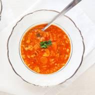 Zupa pomidorowa z lanymi kluskami. Smak, który przypomni ci dzieciństwo. PRZEPIS