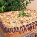 Mazurek z masą czekoladowo-śmietankową z bakaliami