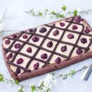 Mazurek czekoladowy z wiśniami