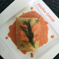 Gołąbki z mięsem i parmezanem w sosie pomidorowo-paprykowym
