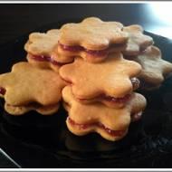 Kruche ciasteczka przekładane marmoladą